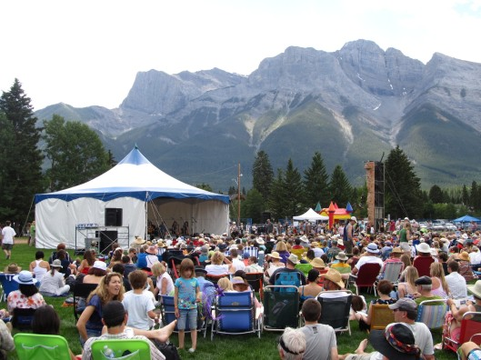 Music at the foot of the mountain